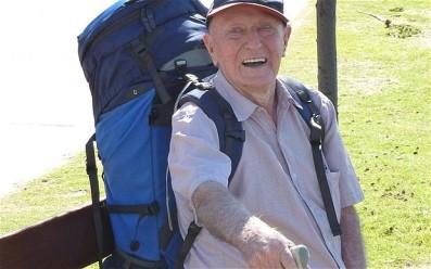 """O australiano Keith Wright começou a """"mochilar"""" aos 85 anos"""