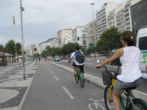 Pedalando na orla de Copacabana