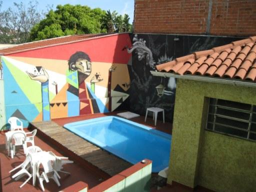 piscina hostel