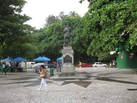 Estatua de Fernando Machado