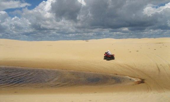 quadriciclo 4x4 nas dunas