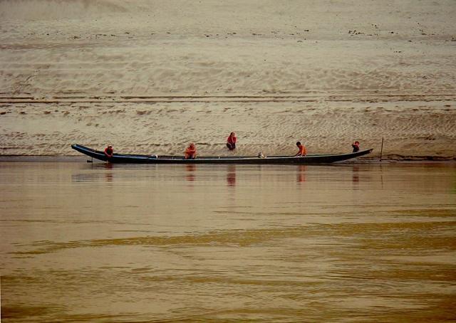 barco fronteira laos