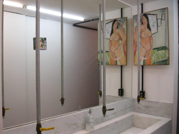 banheiro com arte