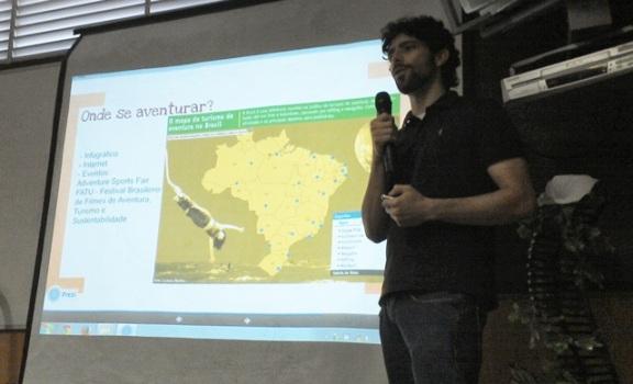 blogueiro dando palestra