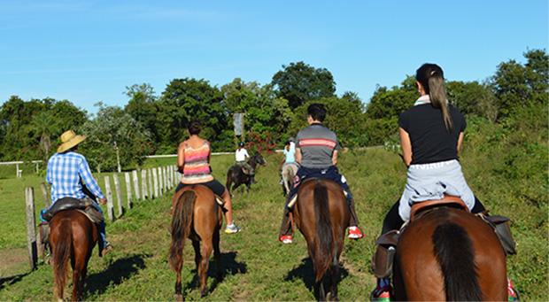 passeio a cavalo em bonito