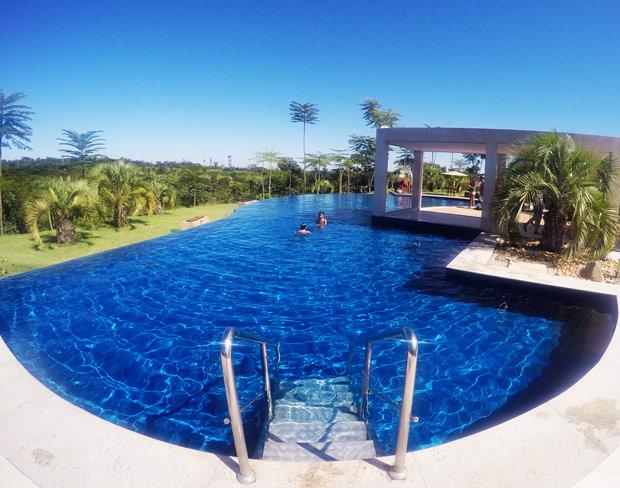 Rio quente resorts o maior complexo aqu tico de guas - Piscina de cristal ...