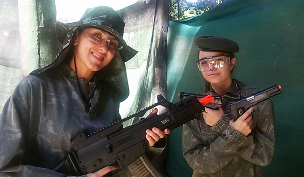 mulher no airsoft