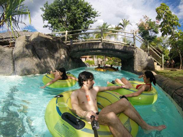 lazy river hot park