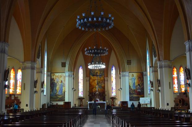 interior da catedral de pedra