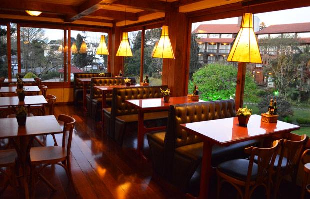restaurante com vista panoramica em gramado