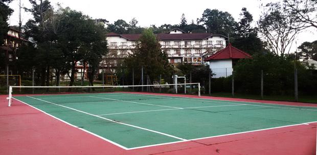 Quadra de tenis em gramado