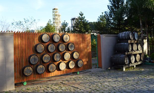 portao feito com barril