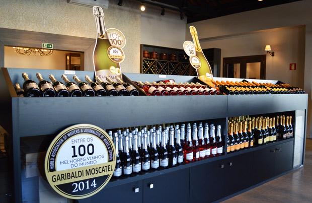 loja com vinhos